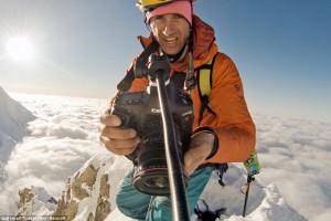 Французский режиссер снял на видео смертельно опасную пробежку по горам  (11)