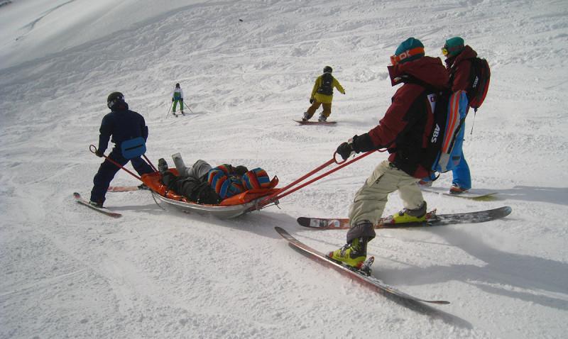 Как правильно оказать первую помощь на горнолыжном курорте до приезда спасателей