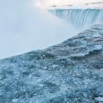 Аномальные холода превратили Ниагарский водопад в ледяное королевство