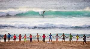 На 52 пляжах по всему миру создали самую большую в мире флуоресцентную волну