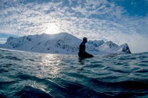 Суровый серфинг на ледяных волнах за полярным кругом (8)