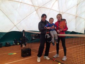 В Одессе занимается теннисом двухлетний мальчик