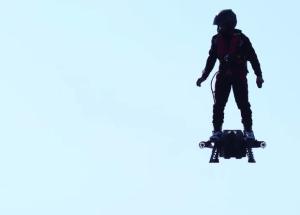 Француз побил рекорд Гиннеса по дальности полета на ховерборде