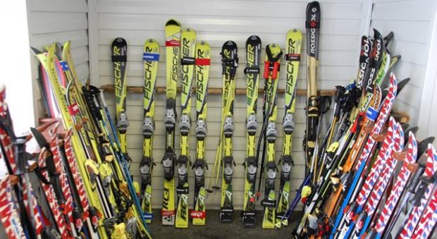 Как правильно хранить лыжи