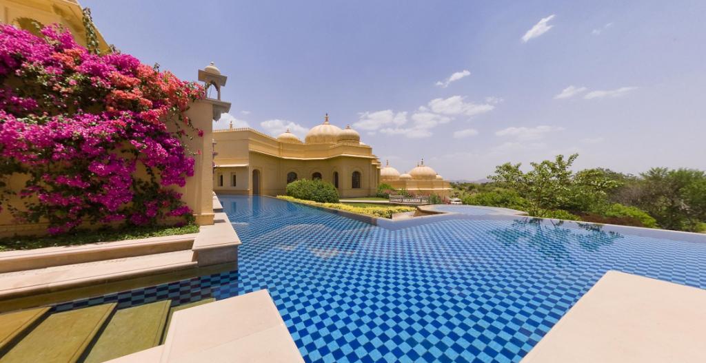 Индия. Бассейн у отеля дворца махараджи