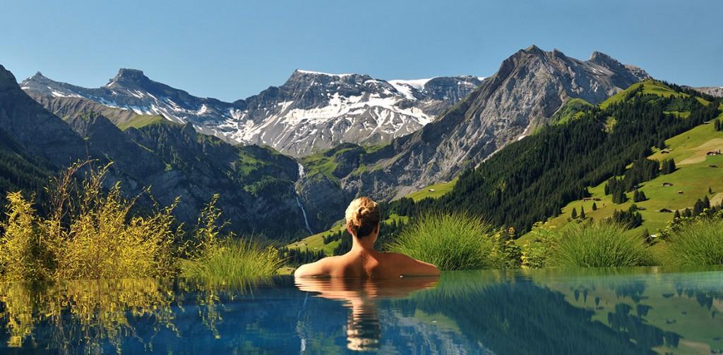 Швейцария. Бассейн в альпийских горах