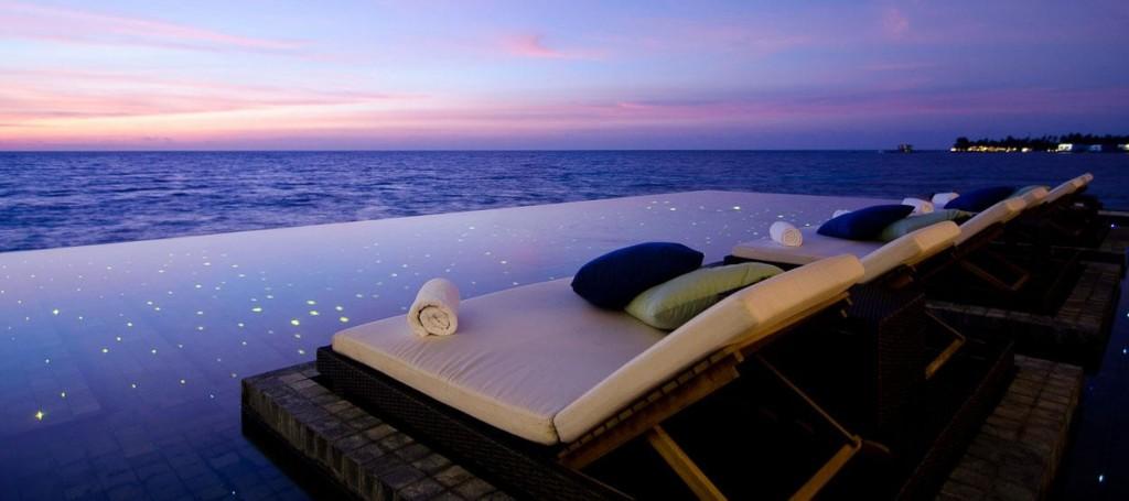 Мальдивы. Бассейн в океане