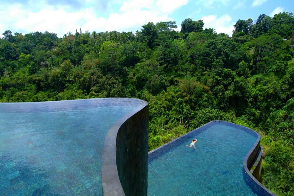 Бали. Бассейн в ущелье джунглей