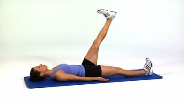 Упражнение «Поднятие ног», попеременно, в положении лёжа
