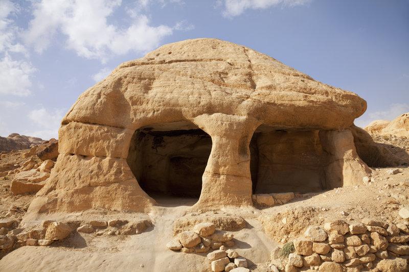 у-печерах-петри