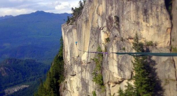 Канадцы повесили самый длинный в стране хайлайн