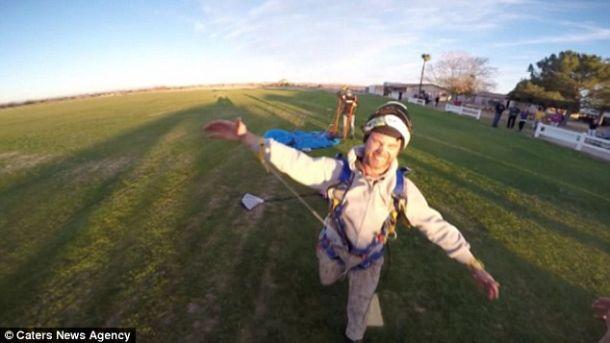 скайдайверы подожгли свои парашюты прямо в воздухе