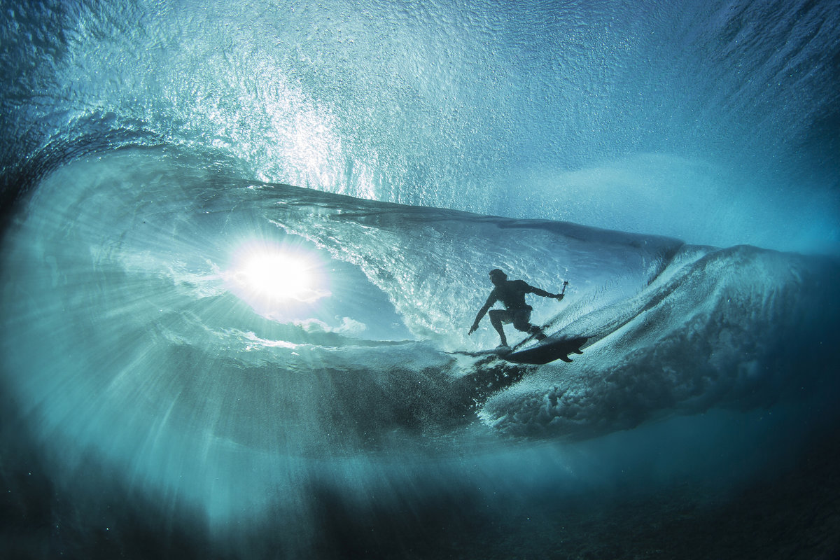 © Ben Thouard : Anthony Walsh working out some go pro angle at TEahupoo.