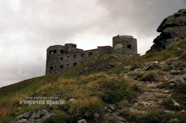 На Черной горе продолжаются восстановительные работы заброшенной обсерватории, обустроен пост для спасателей