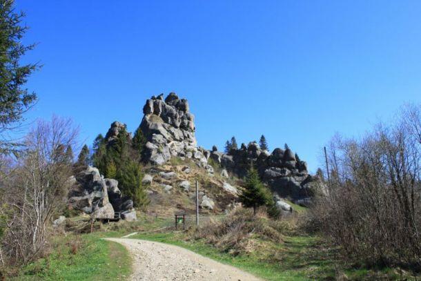 скалы Тустань