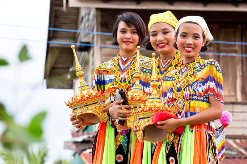 тайцы улыбаются