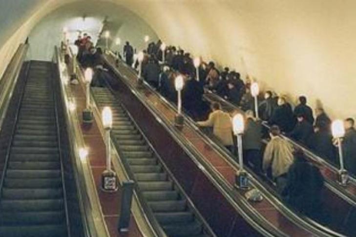 На эскалаторе