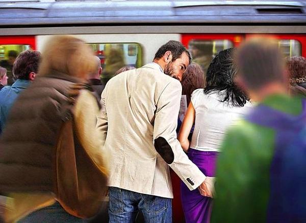 Домогательства в метро